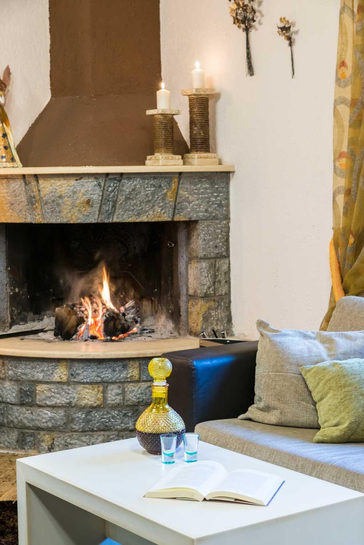 Asimina Guesthouse - Lounge fireplace